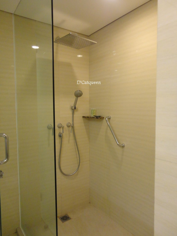 kamar mandi santika premiere
