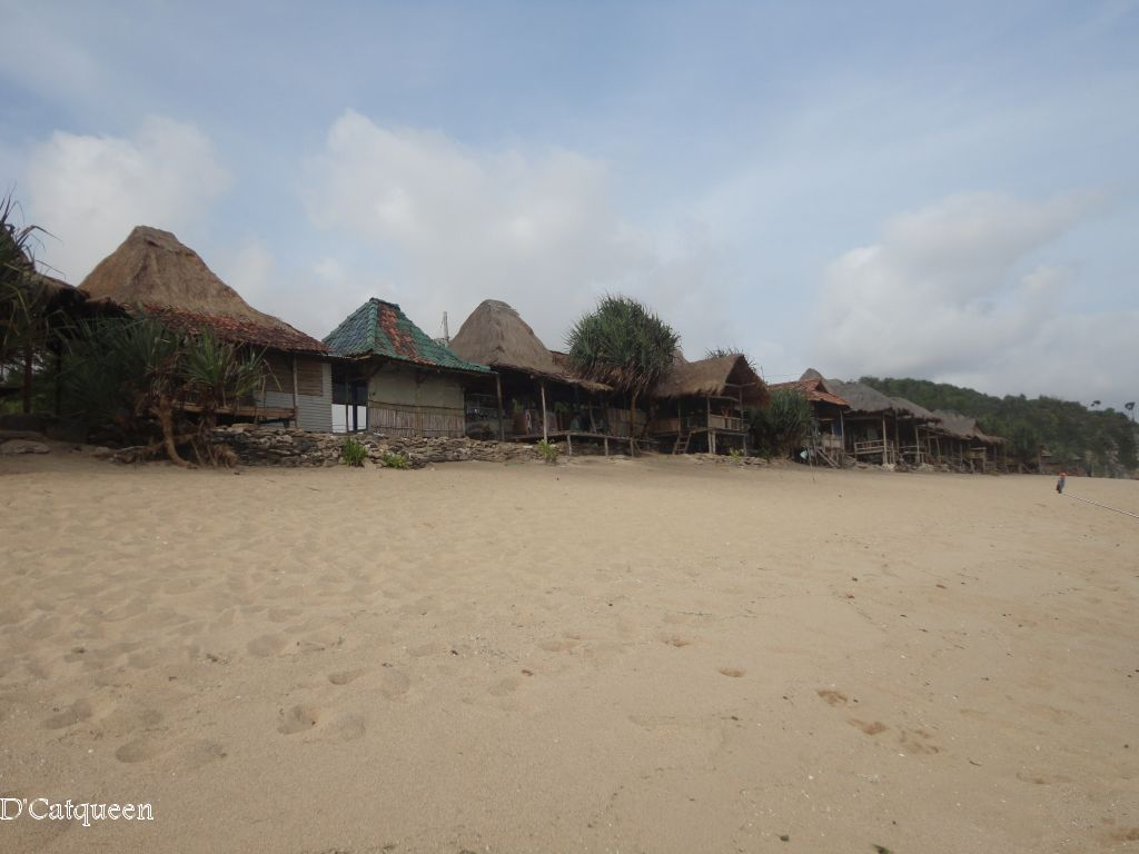 pasir pantai sepanjang