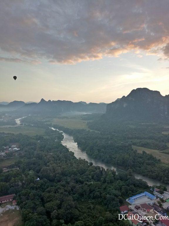 naik balon udara, vang vieng, balon udara murah, wisata balon