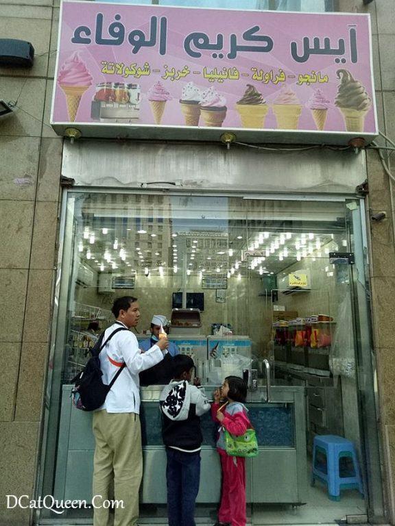 eskrim di arab, makan apa di arab, mencoba kuliner arab di tanahsuci, kuliner arab di mekkah, kebab arab di mekkah
