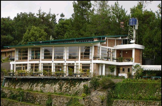 villa bokiko, review villa bokiko, villa bagus di puncak cisarua, villa keluarga murah dan luas, menginap di mana di puncak, rekomendasi villa bagus di puncak, alamat villa bokiko