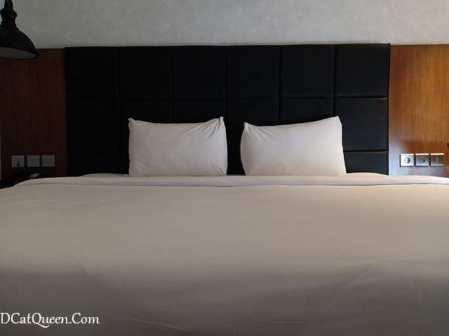 review hotel posto dormire, hotel unik jakarta barat, kolam renang terapung posto dormire, kelebihan hotel posto dormire, kekurangan hotel posto dormire