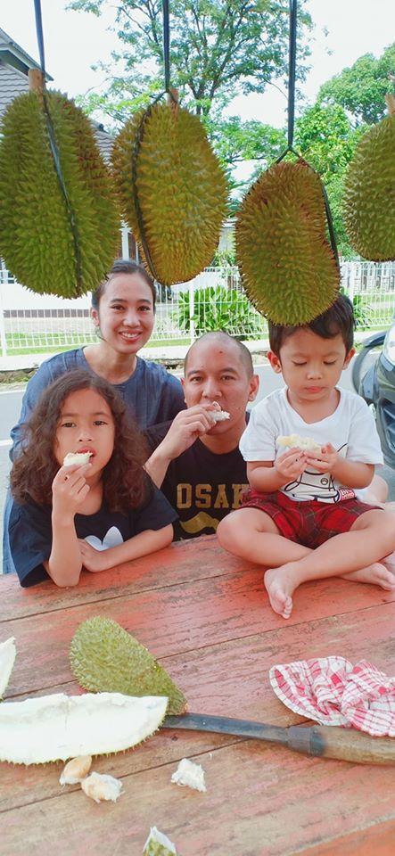 wisata kuliner di purwokerto, makan durian di baturaden