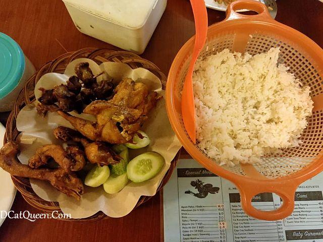 kuliner wajib coba di purwokerto, sae niki ayam goreng kampung, lokasi sae niki, makan apa di purwokerto, ayam goreng paling enak di purwokerto