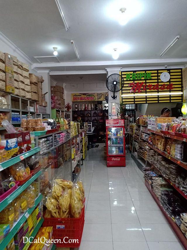 di mana beli oleh-oleh purwokerto, tempat murah dan enak beli oleh-oleh, mendoan enak di purwokerto, mirasa keripik tempe