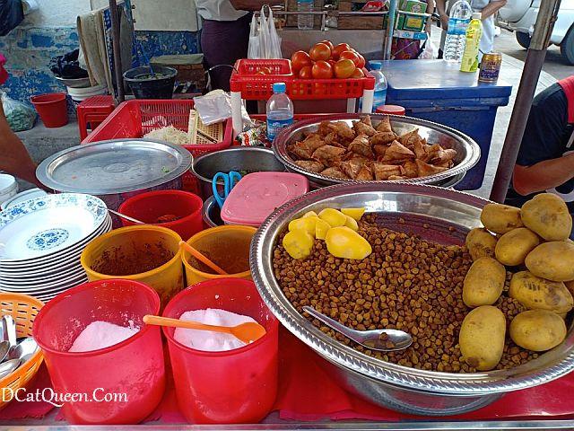 snack khas myanmar, kuliner khas myanmar, makan apa di yangon, samosa salad