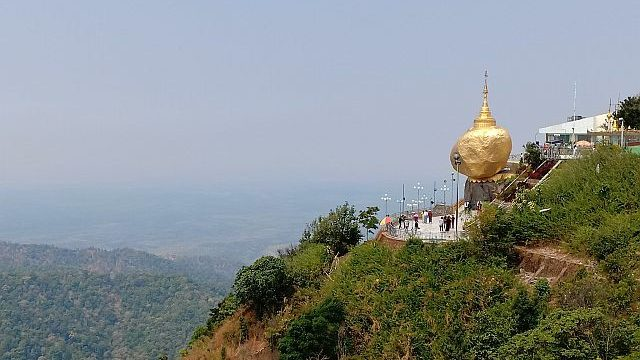 golden rock pagoda, legenda golden rock