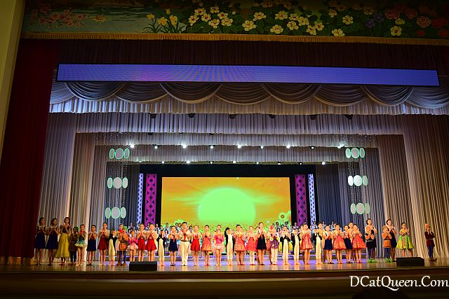 Mangyongdae Schoolchildren's Palace, wisata korea utara, liburan ke korea utara, tempat wisata di korea utara, mangyongdae rumah keluarga supreme leader, pertunjukan anak korea utara, children performance north korea