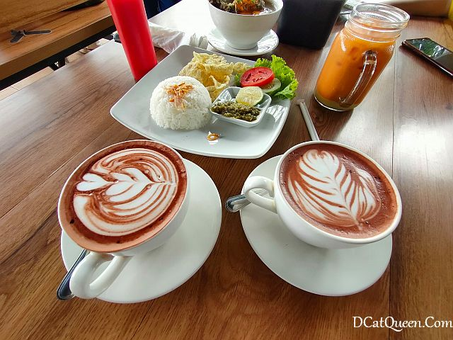 review-makan-di-edensor-hills-villa-resort-&-cafe-sentul